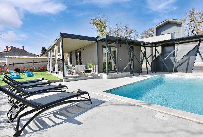Lovely House with pool Barcolana